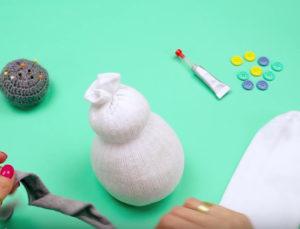 Игрушка снеговик из носка (6)
