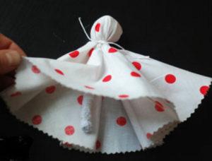 Как сделать куклу из ткани (23)
