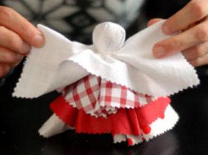 Как сделать куклу из ткани (26)