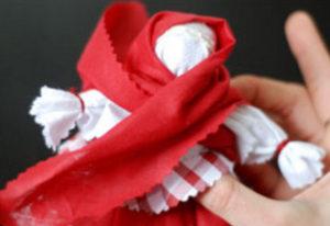 Как сделать куклу из ткани (31)