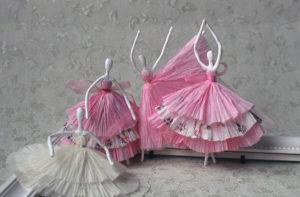 Как сделать подарок на 8 марта. Куклы из бумаги своими руками (23)