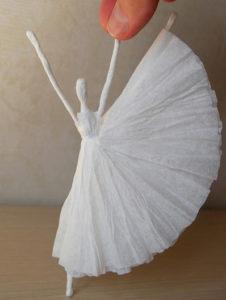 Как сделать подарок на 8 марта. Куклы из бумаги своими руками (25)
