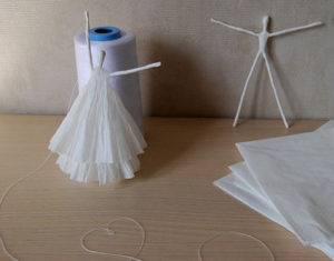 Как сделать подарок на 8 марта. Куклы из бумаги своими руками (5)