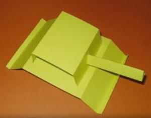 Папе на 23 февраля в детском саду. Танк из бумаги своими руками (13)