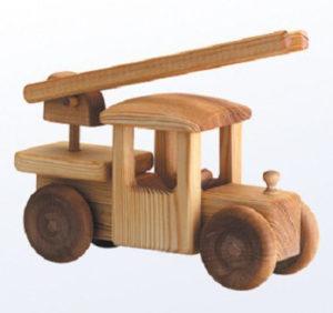 Подарки мальчикам на 23 февраля. Как сделать машину из дерева (2)
