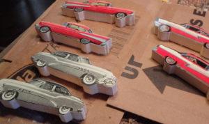 Подарки мальчикам на 23 февраля. Как сделать машину из дерева (23)
