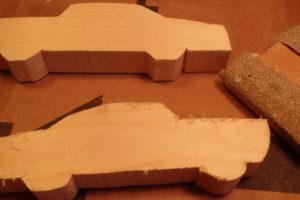 Подарки мальчикам на 23 февраля. Как сделать машину из дерева (24)