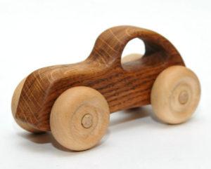 Подарки мальчикам на 23 февраля. Как сделать машину из дерева (4)