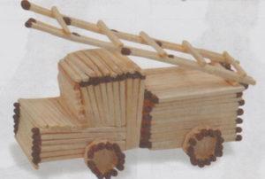 Подарки мальчикам на 23 февраля. Как сделать машину из дерева (7)
