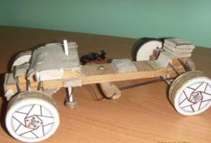 Подарки мальчикам на 23 февраля. Как сделать машину из дерева (8)
