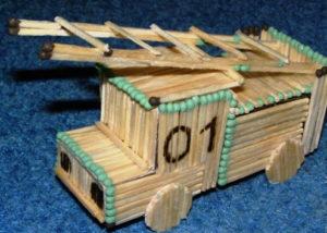 Подарки мальчикам на 23 февраля. Как сделать машину из дерева (9)