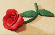 Подарок маме на 8 марта своими руками. Роза из пластилина (15)