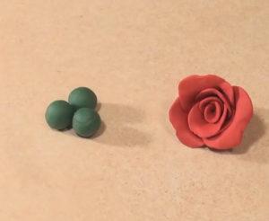 Подарок маме на 8 марта своими руками. Роза из пластилина (4)