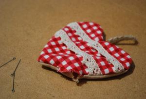 Сердечко игрушка. Подарок на 14 февраля своими руками (27)