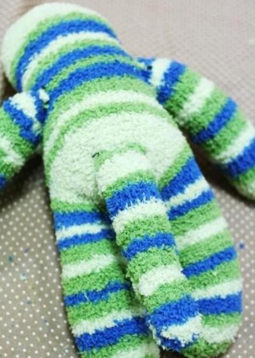 Как сделать игрушку из носка (14)