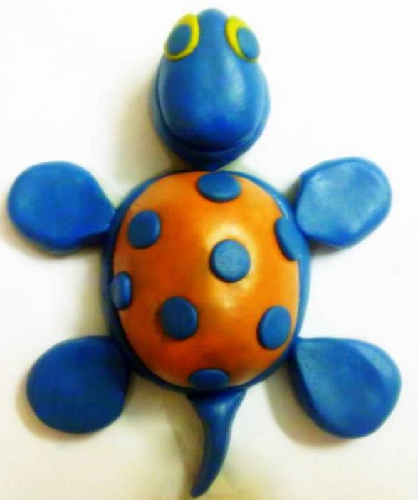 Черепаха из пластилина.