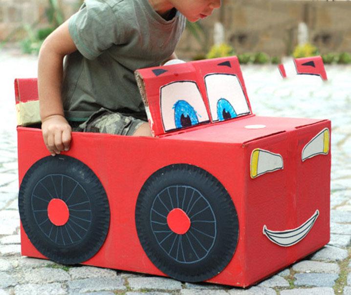 Как сделать машину из коробки для детей своими руками 62