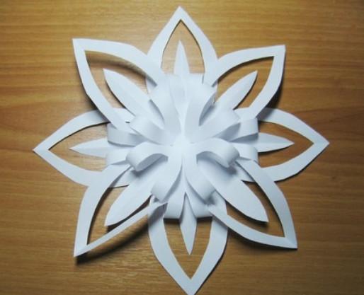 Как сделать красивые объёмные снежинки из бумаги своими руками.