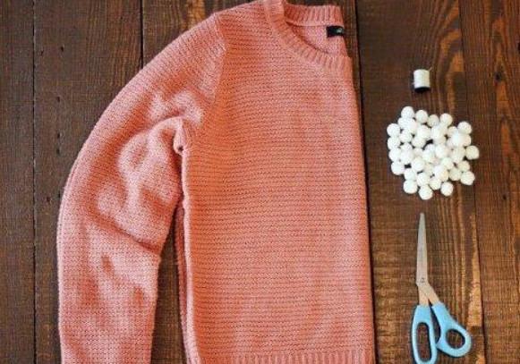 12 прекрасных идей, которые обновят старый свитер… Чего только стоит сама идея украшения рукавов!