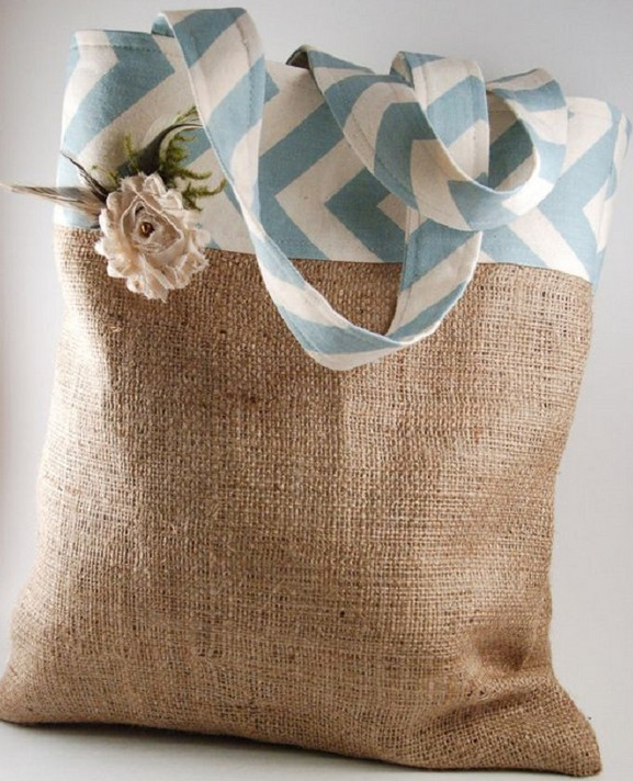 Вы только посмотрите, какую красоту рукодельница делает из этого материала... Теперь смотрю на старые мешки по-другому!