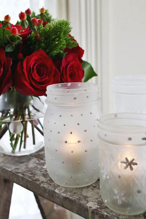 Соседка купила 3 белые высокие свечи и поставила их в прозрачную вазу, а затем… Как изысканно!